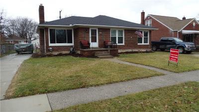 Center Line Single Family Home For Sale: 8325 Lillian