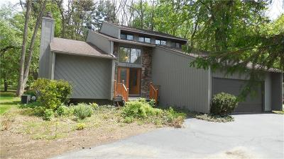 West Bloomfield Single Family Home For Sale: 2365 Lochaven Rd