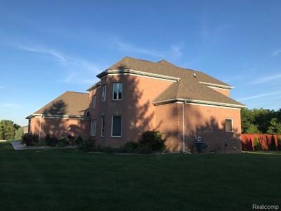 Flushing Single Family Home For Sale: 2410 Wyndcrest Dr