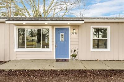Lake Orion Single Family Home For Sale: 3831 Queensbury Rd