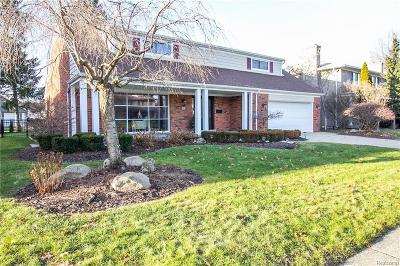 Grosse Pointe Woods Single Family Home For Sale: 19811 Wedgewood Dr