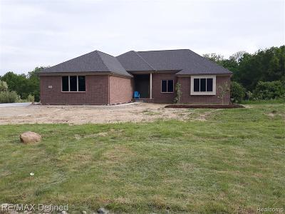 Lapeer Single Family Home For Sale: 5843 Saratoga Dr