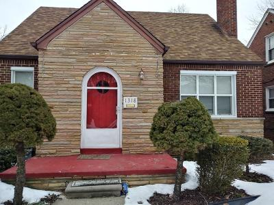 Grosse Pointe Woods Single Family Home For Sale: 1318 Anita Ave