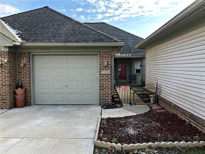 Farmington Hills Condo/Townhouse For Sale: 21384 Magnolia Crt