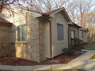 West Bloomfield Condo/Townhouse For Sale: 5867 Lockwood