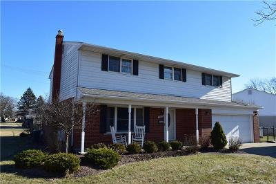 Livonia Single Family Home For Sale: 16176 Fairway St