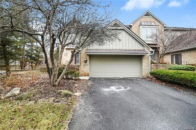 Farmington Hills Condo/Townhouse For Sale: 37424 Legends Trail Dr