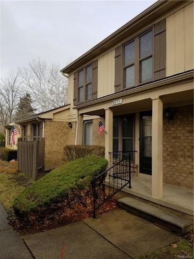 Macomb Condo/Townhouse For Sale: 8671 Forest Crt