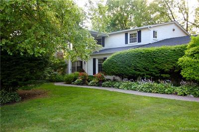 West Bloomfield Single Family Home For Sale: 4592 Fairway Rdg