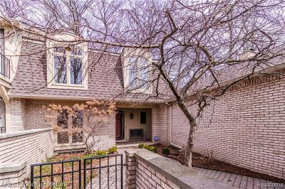 Bloomfield Hills Condo/Townhouse For Sale: 1102 S Timberview Trl