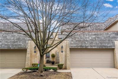Rochester Hills Condo/Townhouse For Sale: 1295 Oakwood Crt
