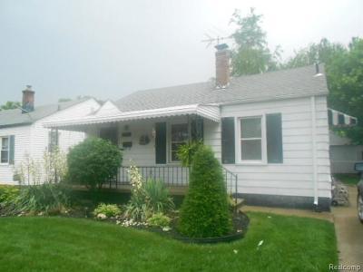 Harper Woods Single Family Home For Sale: 18557 Kingsville Street
