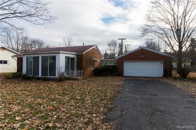 West Bloomfield Single Family Home For Sale: 6587 Sycamore St