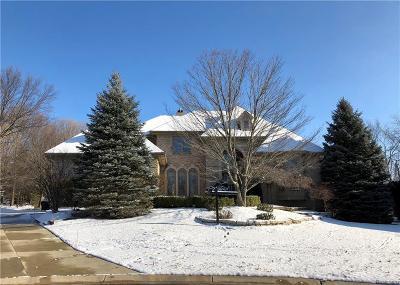Rochester Hills Single Family Home For Sale: 1998 Barrington Crt