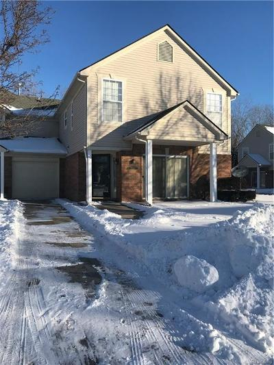 Macomb Condo/Townhouse For Sale: 21039 Cooper Dr