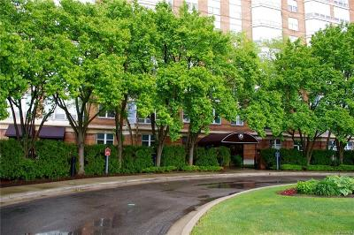 Detroit Condo/Townhouse For Sale: 250 E Harbortown Dr