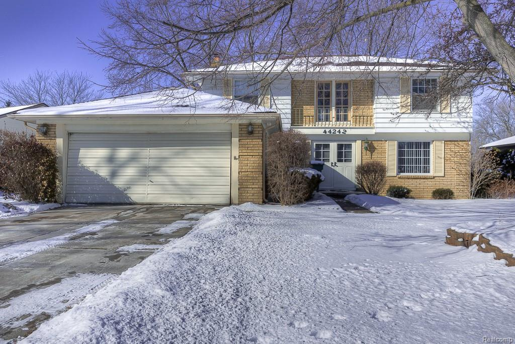 44242 N Umberland Cir, Canton, MI | MLS# 21560386 | Keck Real Estate