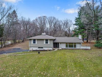 Bloomfield Hills Single Family Home For Sale: 1275 Robson Ln