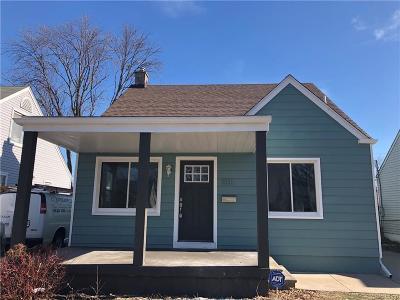 Royal Oak Single Family Home For Sale: 201 S Minerva Ave