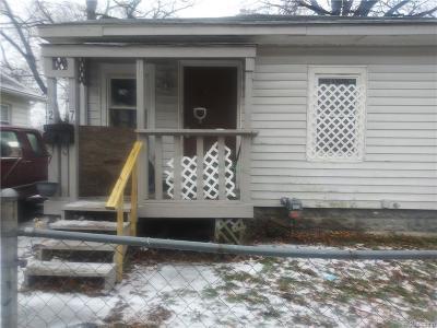 Pontiac Single Family Home For Sale: 27 Bennett St