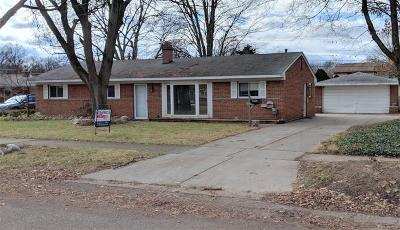 Livonia Single Family Home For Sale: 18555 Norwich Rd