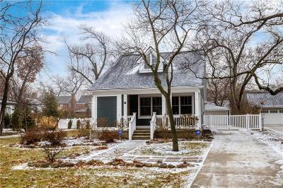 Pleasant Ridge Single Family Home For Sale: 117 Cambridge Blvd