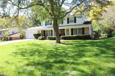 West Bloomfield Single Family Home For Sale: 6130 Pinecroft Dr