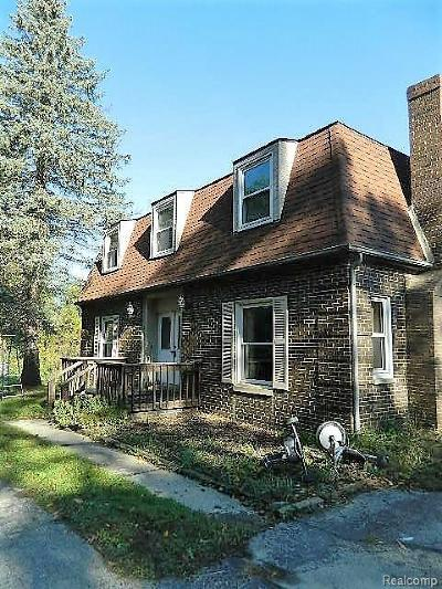 Clarkston Single Family Home For Sale: 7990 Rattalee Lake Rd