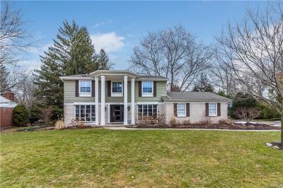 Farmington Hills Single Family Home For Sale: 32482 Olde Franklin Dr