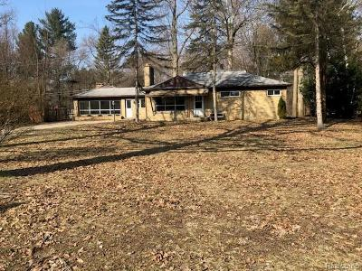 Livonia Single Family Home For Sale: 15849 Merriman Rd