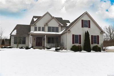 Lapeer Single Family Home For Sale: 241 Cottonwood Dr