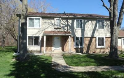 Macomb Condo/Townhouse For Sale: 38105 Jefferson Ave