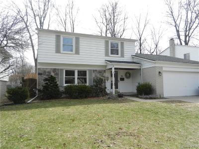 Royal Oak Single Family Home For Sale: 144 Edmund Ave