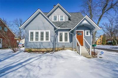 Oakland Single Family Home For Sale: 2 Wenonah Dr