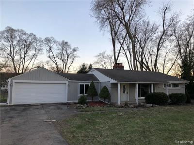 Rochester Hills Single Family Home For Sale: 220 Michelson Rd