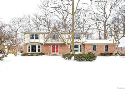 Rochester Hills Single Family Home For Sale: 835 Medinah Dr