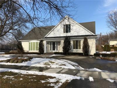 Grosse Pointe Woods Single Family Home For Sale: 584 Coventry Ln