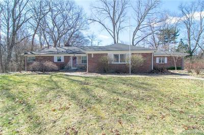 Bloomfield Hills Single Family Home For Sale: 4059 Lincoln Rd