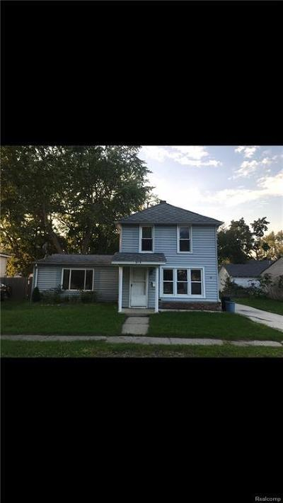Algonac  Single Family Home For Sale: 915 Market St
