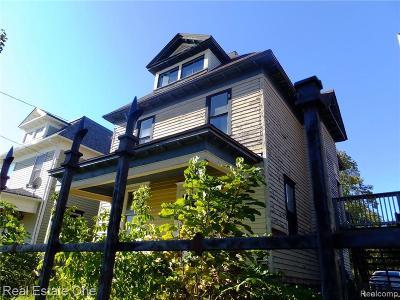Flint Single Family Home For Sale: 608 W University Ave
