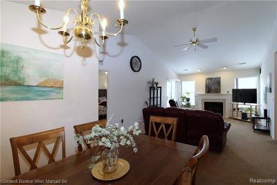 Clinton Township Condo/Townhouse For Sale: 43431 Claremont Dr E