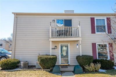 Lake Orion Condo/Townhouse For Sale: 3047 Oakridge Crt