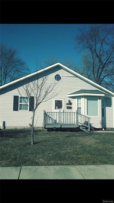 Saint Clair Shores Single Family Home For Sale: 22813 Francis St