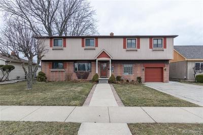Saint Clair Shores Single Family Home For Sale: 22445 Maple St