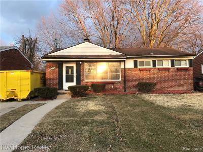 Oak Park Single Family Home For Sale: 22010 Whitmore St