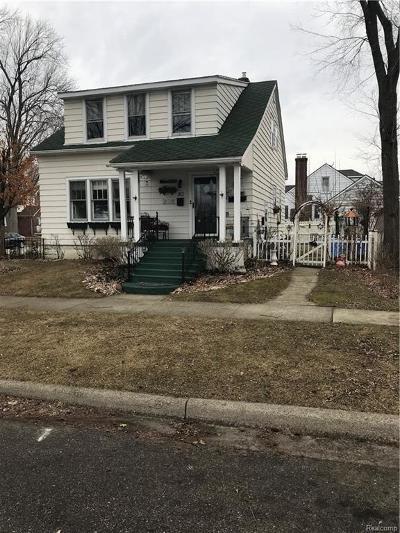 Marine City Single Family Home For Sale: E Saint Clair St