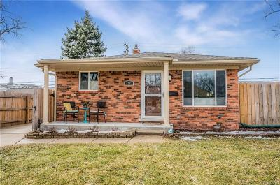 Royal Oak Single Family Home For Sale: 4241 Cooper Ave