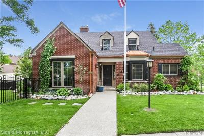 Grosse Pointe Farms Single Family Home For Sale: 215 Chalfonte Ave