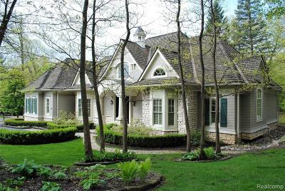 Bloomfield Hills Single Family Home For Sale: 69 Scenic Oaks Dr E