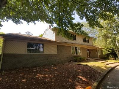 Farmington Hills Single Family Home For Sale: 35711 Castlemeadow Dr